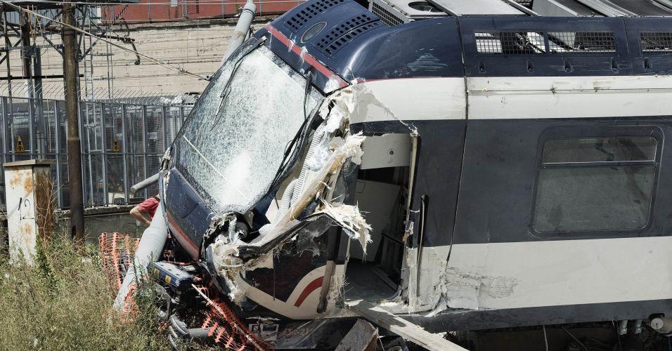 Trem descarrila na Itália