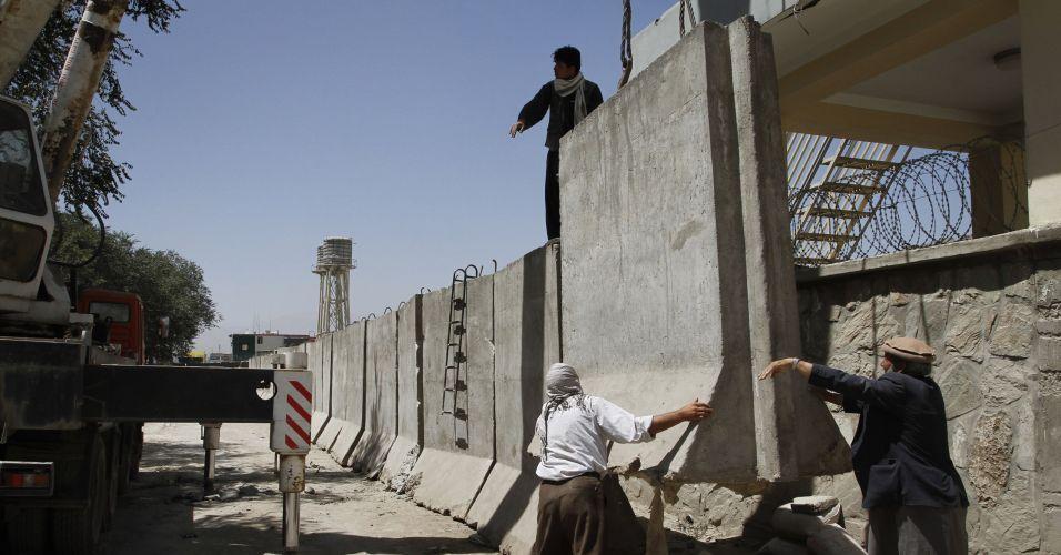 Derrubando muros