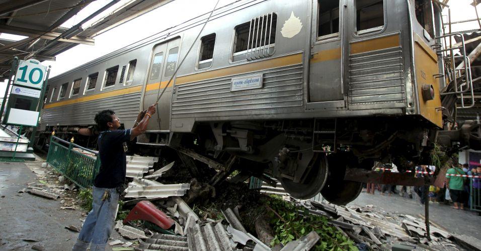 Choque de trens na Tailândia