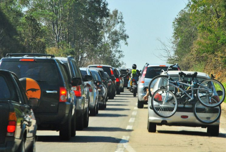 Movimento na estrada com feriado