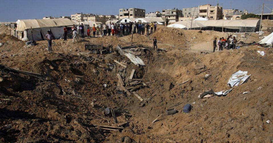 Cratera na faixa de Gaza