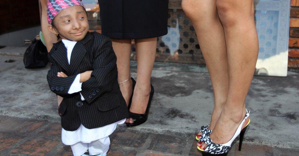 Homem mais baixo do mundo e a miss Nepal