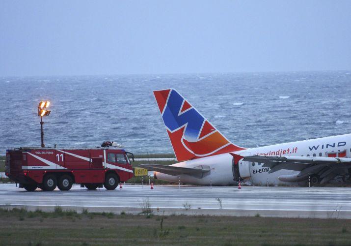 Avião sai da pista na Itália