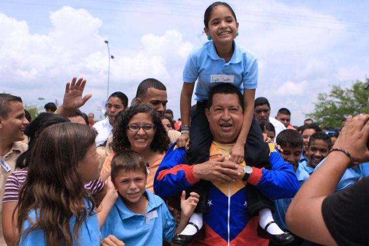 Chávez com estudantes