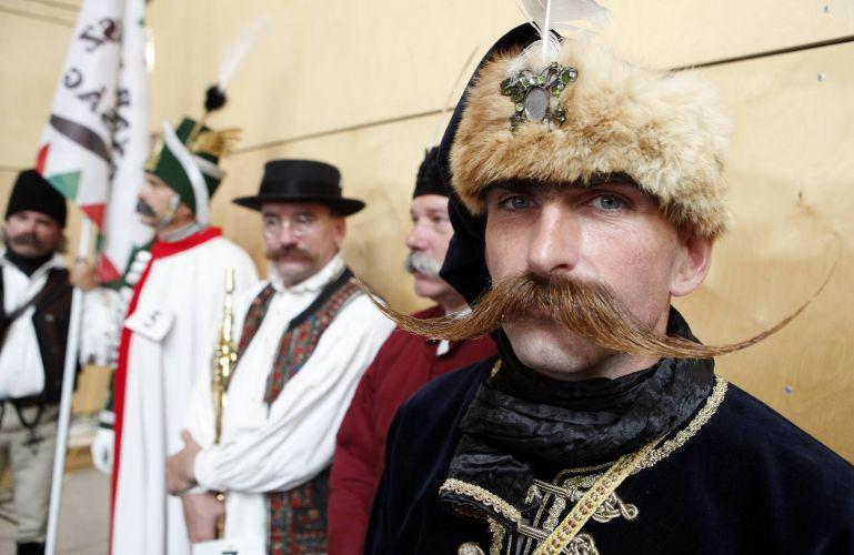 Participante húngaro marca presença no Campeonato Europeu de Barba e Bigode, realizado em Leogang, na Áustria, no último final de semana. Cerca de 120 homens de oito países disputaram os títulos em 17 excêntricas categorias -- de