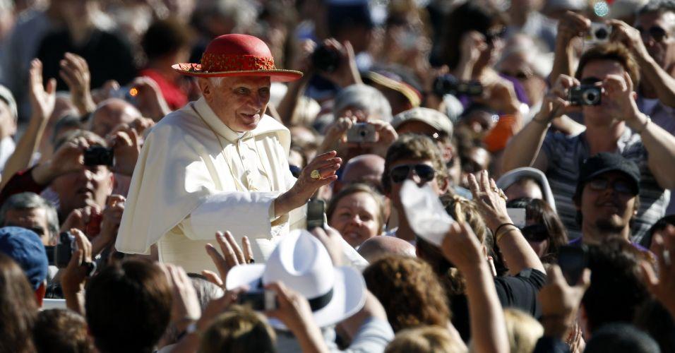 Para entre fiéis no Vaticano