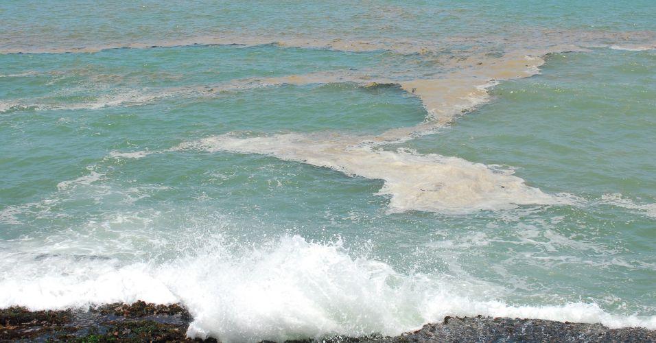 Mancha na costa de Recife