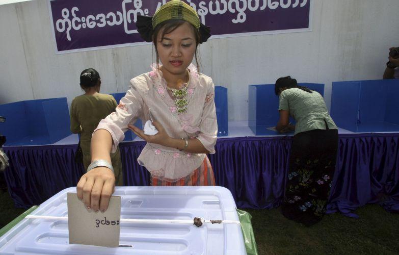 Preparação para eleições em Mianmar