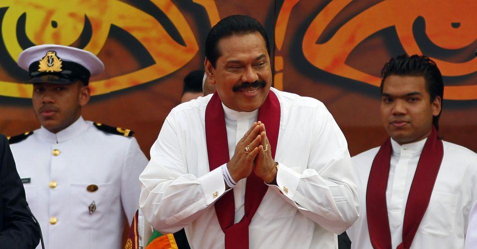 Presidente do Sri Lanka cumprimenta eleitores