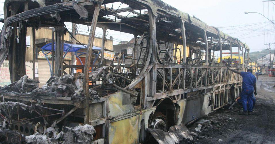 Mais um ônibus incendiado no Rio de Janeiro