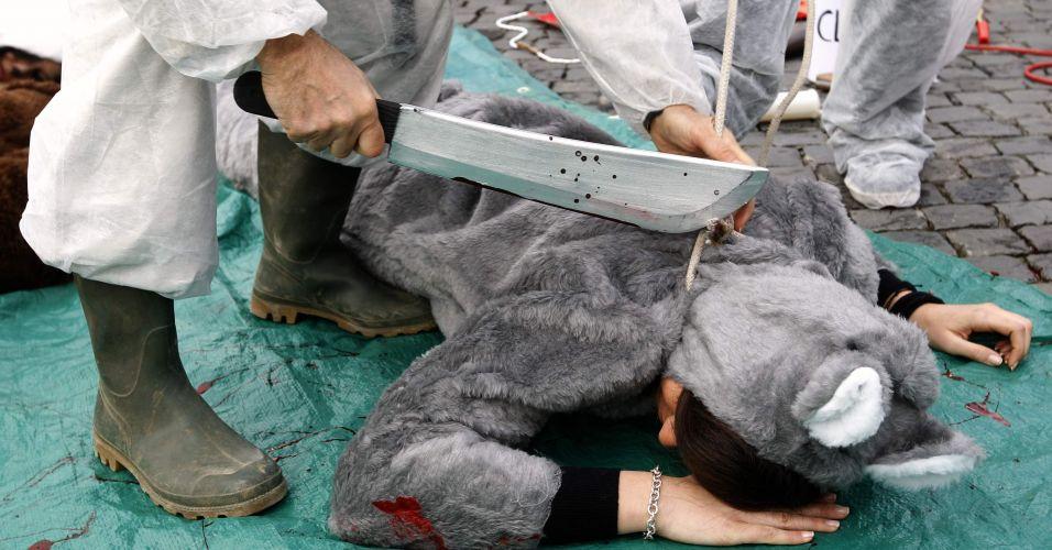 Ativistas contra o uso de pele animal