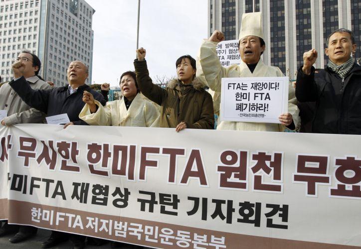 Protesto contra acordo de comércio da Coreia do Sul e dos EUA