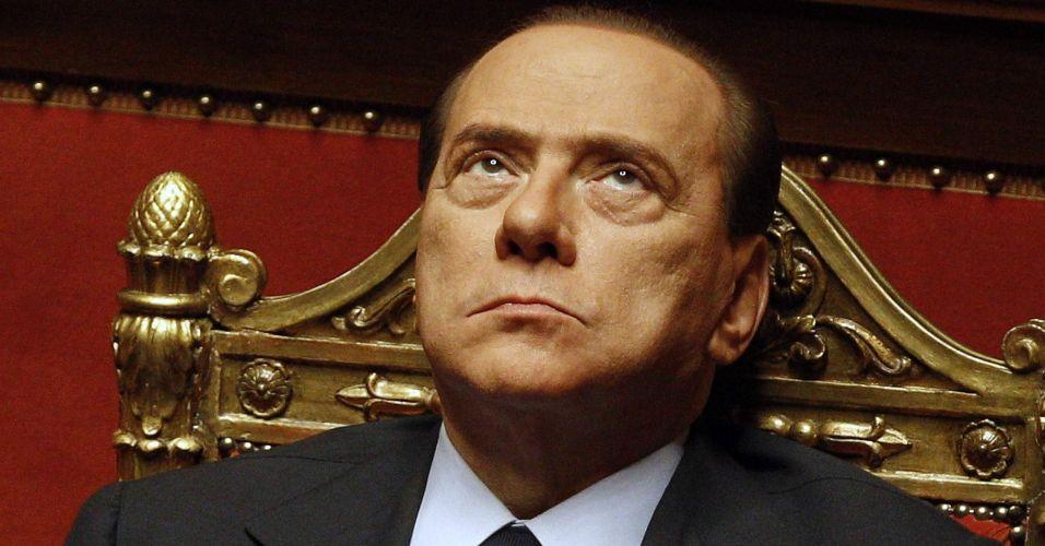 Berlusconi fica no poder