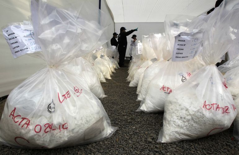 Polícia peruana incinera droga