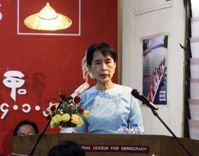 Aung San Suu Ky discursa em Mianmar