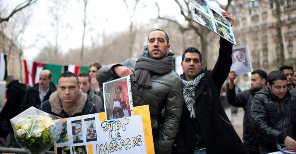 Protesto contra Gaddafi em Paris