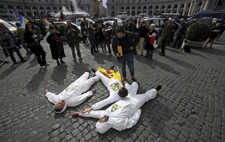 Protesto contra Berlusconi