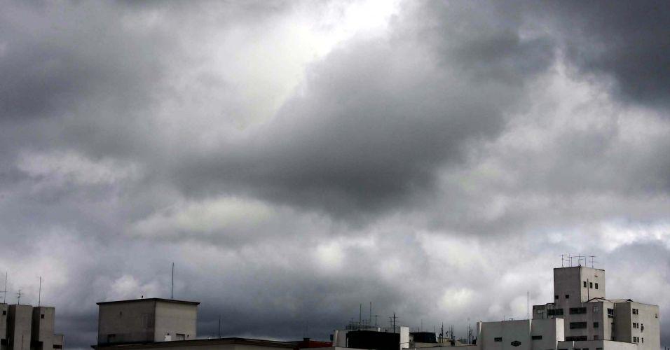 Tempo nublado em SP