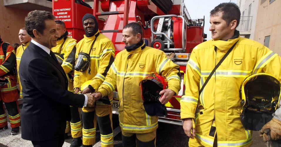 Sarkozy cumprimenta bombeiros