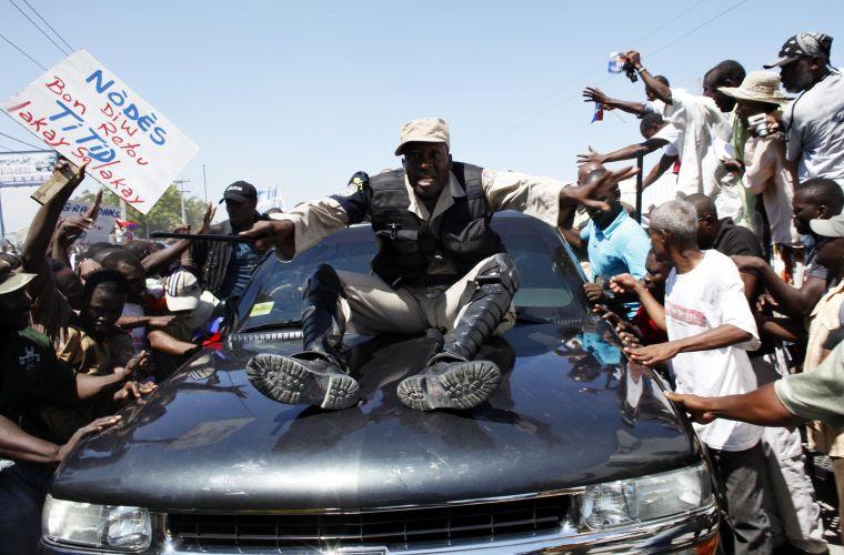 Aristide volta ao Haiti