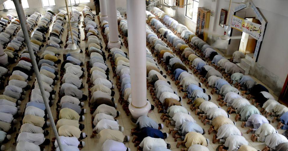 Paquistaneses oram pelo crícket