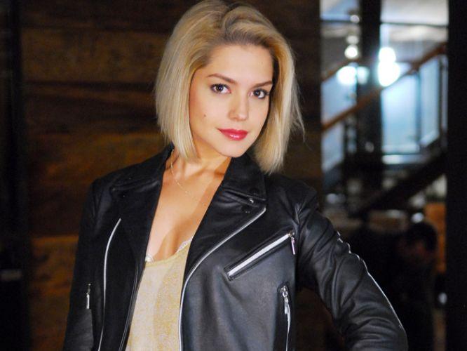 A atriz Thais Fersoza teve sua carteira de habilitação apreendida na madrugada do dia 15 de março de 2012 por agentes da Operação Lei Seca, durante blitz realizada na Barra da Tijuca, zona oeste do Rio. A atriz, que estava acompanhada do cantor Michel Teló, se recusou a fazer o bafômetro