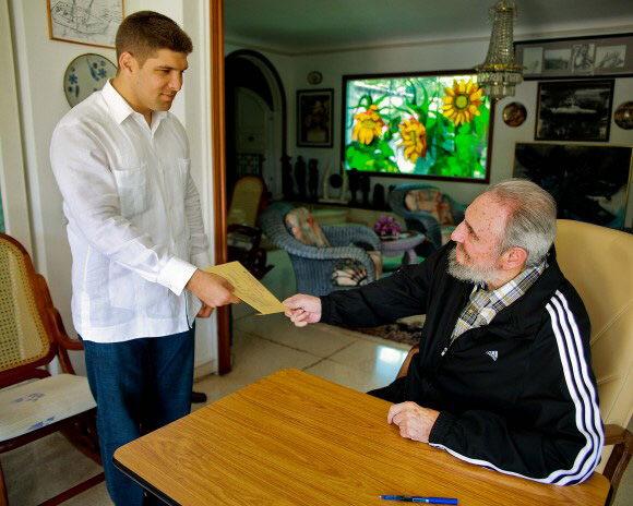 Fidel vota