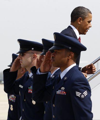 Obama embarca em avião