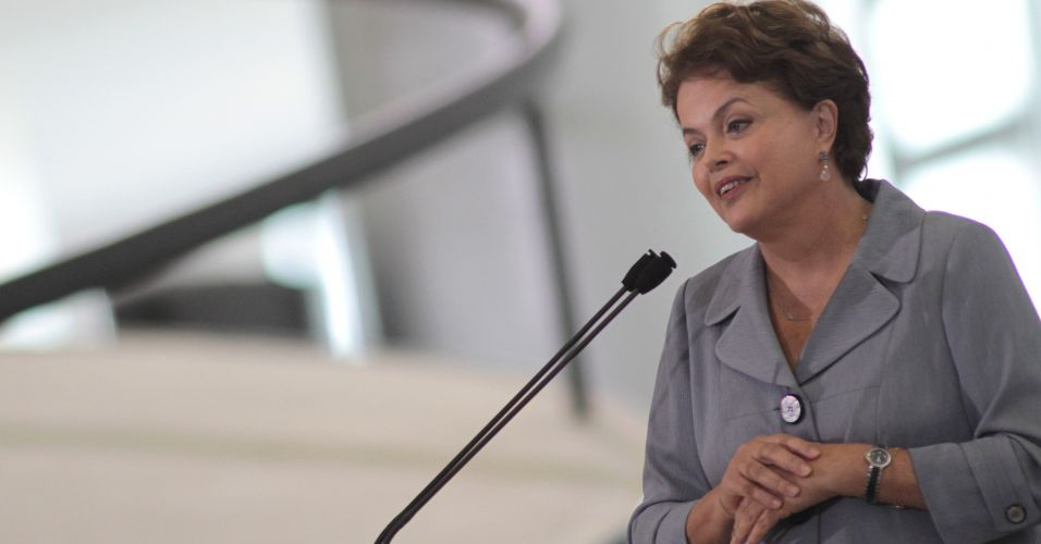 Dilma discursa para empresários