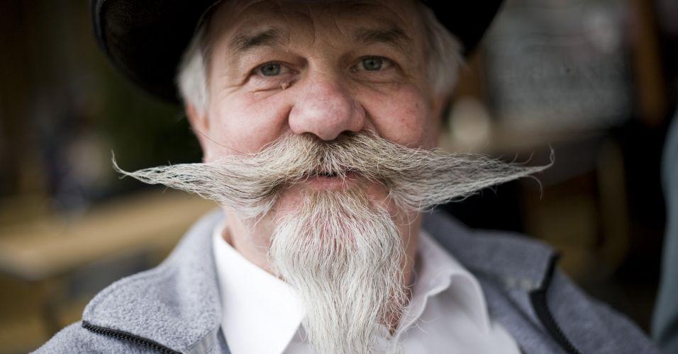 Suíço exibe o bigode com o qual disputa o Campeonato Mundial de Barba e Bigode em Trondheim, na Noruega. São mais de 150 competidores concorrendo em 17 categorias, entre elas, melhor barba, bigode, melhor estilo imperial e estilo Garibaldi
