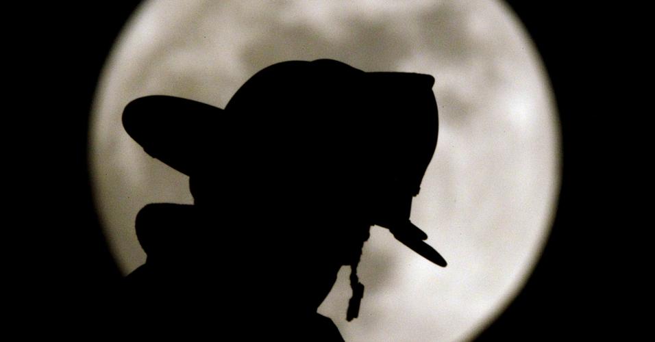 Bombeiro e a lua