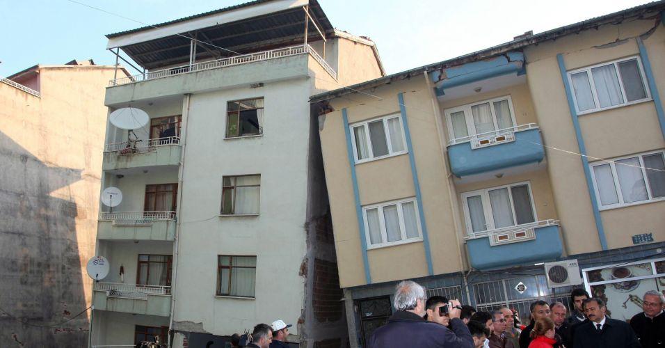 Prédios atingidos por terremoto