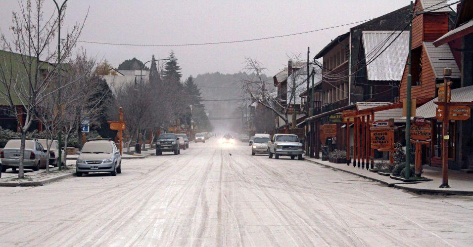 6.jun.2011 - As cinzas do vulcão chileno Puyehue chegaram até a cidade de San Martin dos Andes, na Patagônia, Argentina