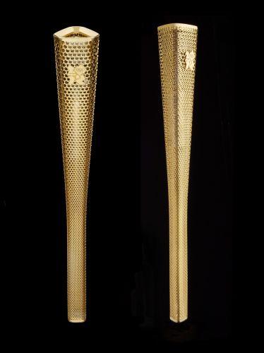 Tocha olímpica é apresentada em Londres