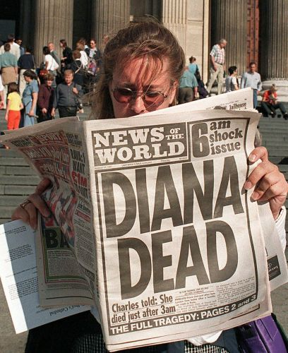 Edição de 31 de agosto de 1997 - Jornal com a capa em preto e branco, destaca a morte da princesa Diana