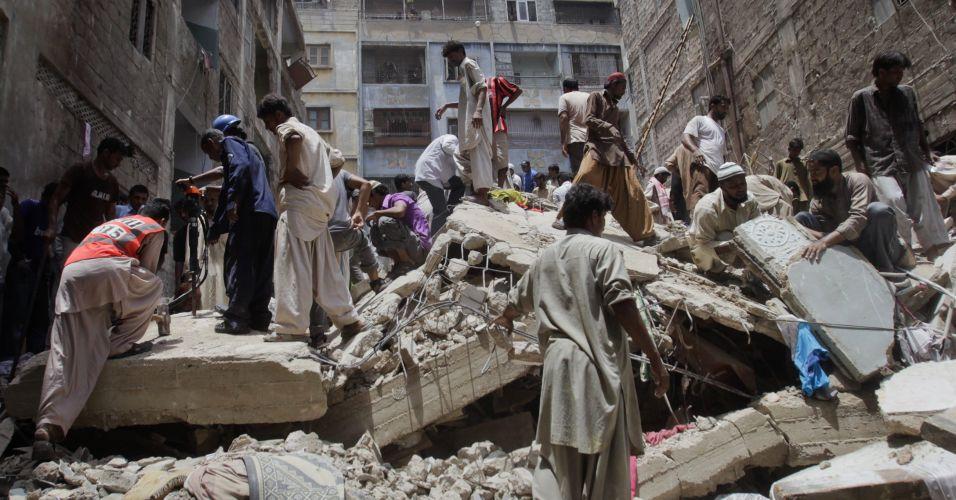 Desmoronamento em Karachi