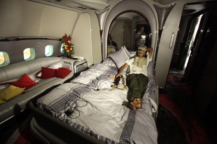 Rebelde no avião de Gaddafi