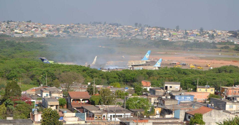 Avião pega fogo em SP