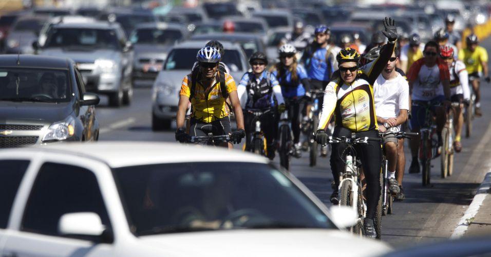 Em Brasília, ciclistas promovem o uso da bicicleta durante o Dia Mundial Sem Carro