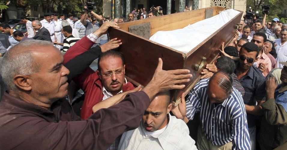 Funeral de escritor no Cairo