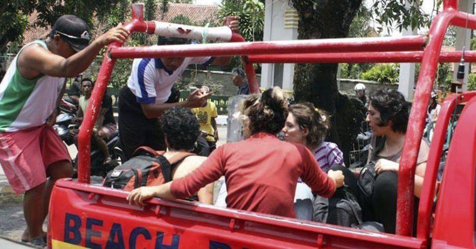 Naufrágio na Indonésia