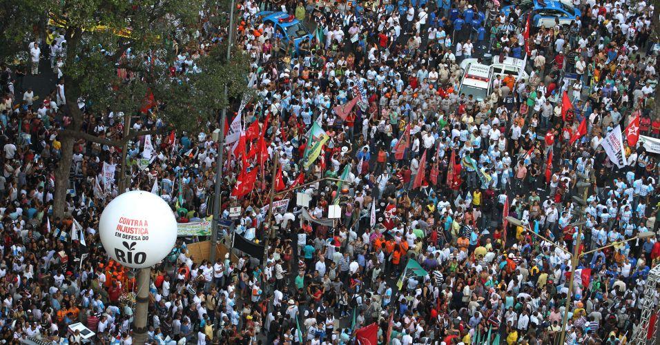 Protesto no centro do Rio de Janeiro contra o projeto que reduz os royalties do petróleo para os Estados produtores (Rio e Espírito Santo)