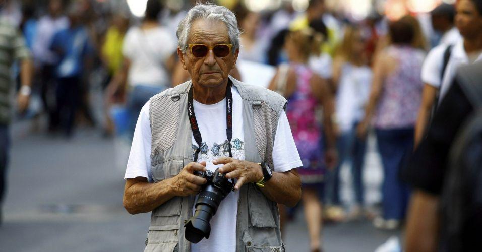 O jornalista e ex-deputado federal Fernando Gabeira participa do protesto no centro do Rio de Janeiro contra o projeto que reduz os royalties do petróleo para os Estados produtores (Rio e Espírito Santo)