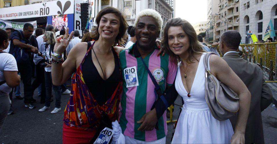 A apresentadora Maria Paula, o cantor Ivo Meirelles e a atriz Leticia Spiller participam do protesto no centro do Rio de Janeiro contra o projeto que reduz os royalties do petróleo para os Estados produtores (Rio e Espírito Santo)
