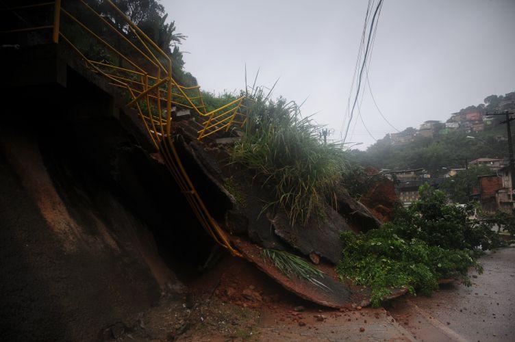 Deslizamento de terra em MG