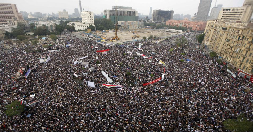 Egípcios voltam à praça Tahrir