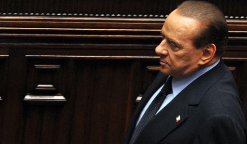 Berlusconi deixa governo