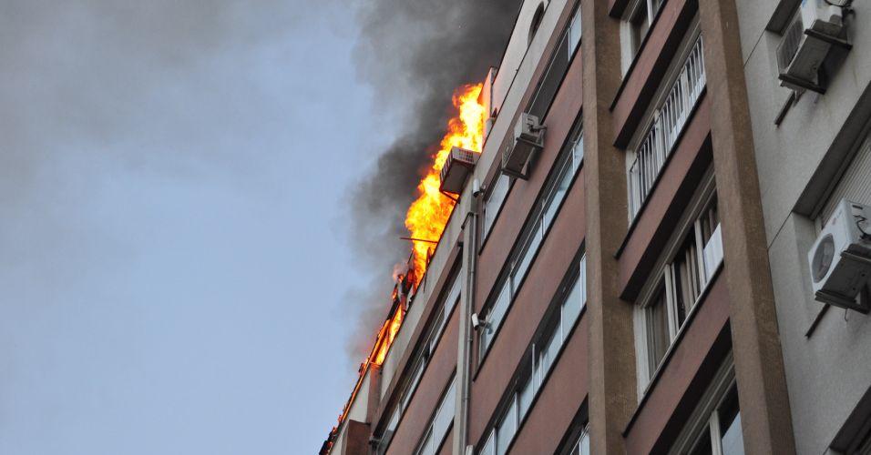 Incêndio em cobertura