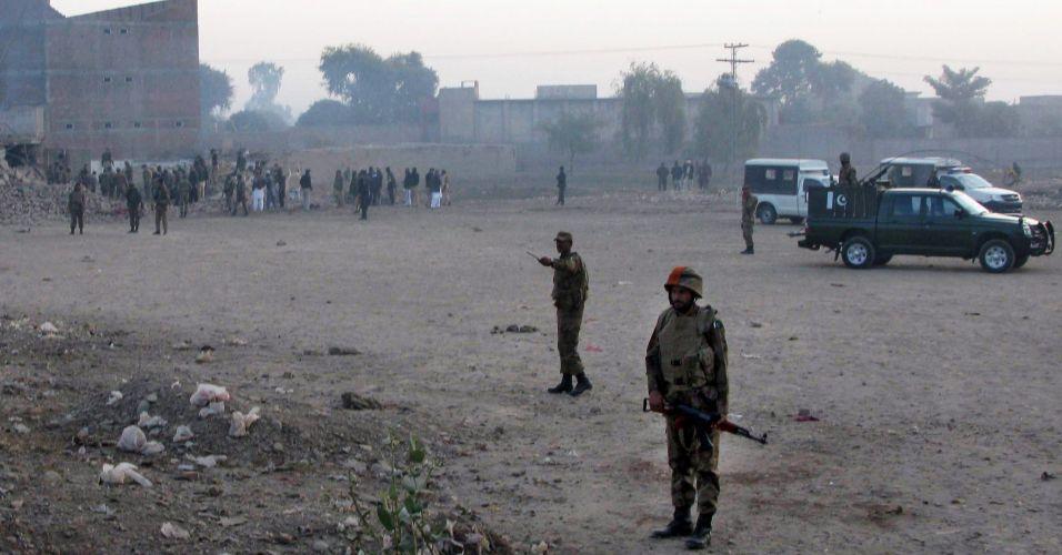 Ataque suicida no Paquistão