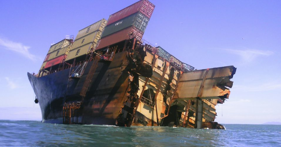 Navio encalhado na Nova Zelândia